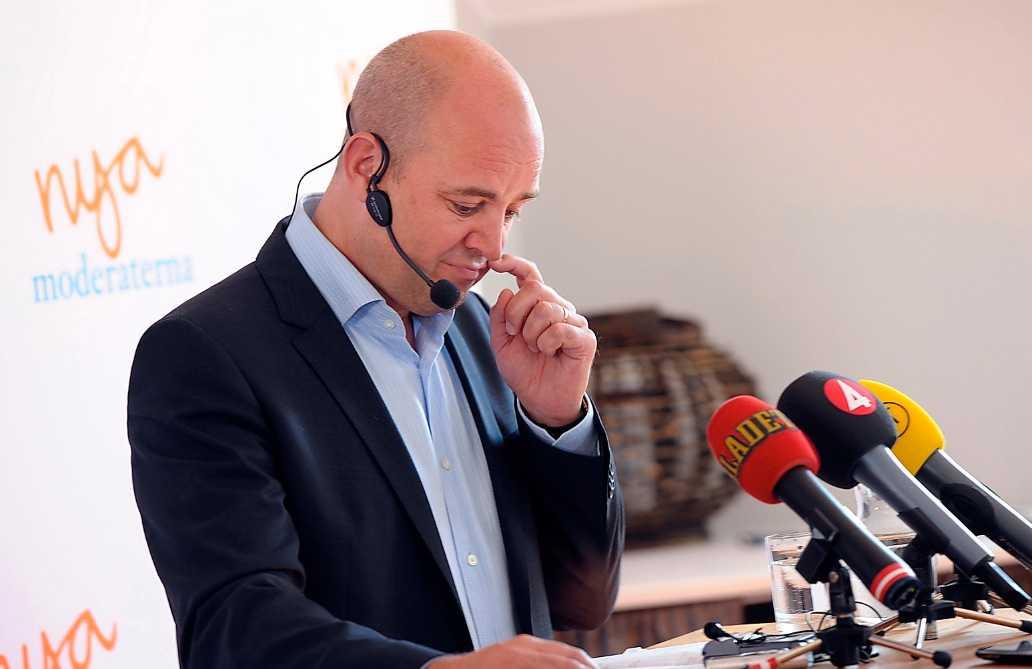 I minoritet Möjligheten för Reinfeldt att få igenom förslaget om ett femte jobbskatteavdrag är i dag små, såvida han inte börjar örhandla med något av oppositionspartierna.