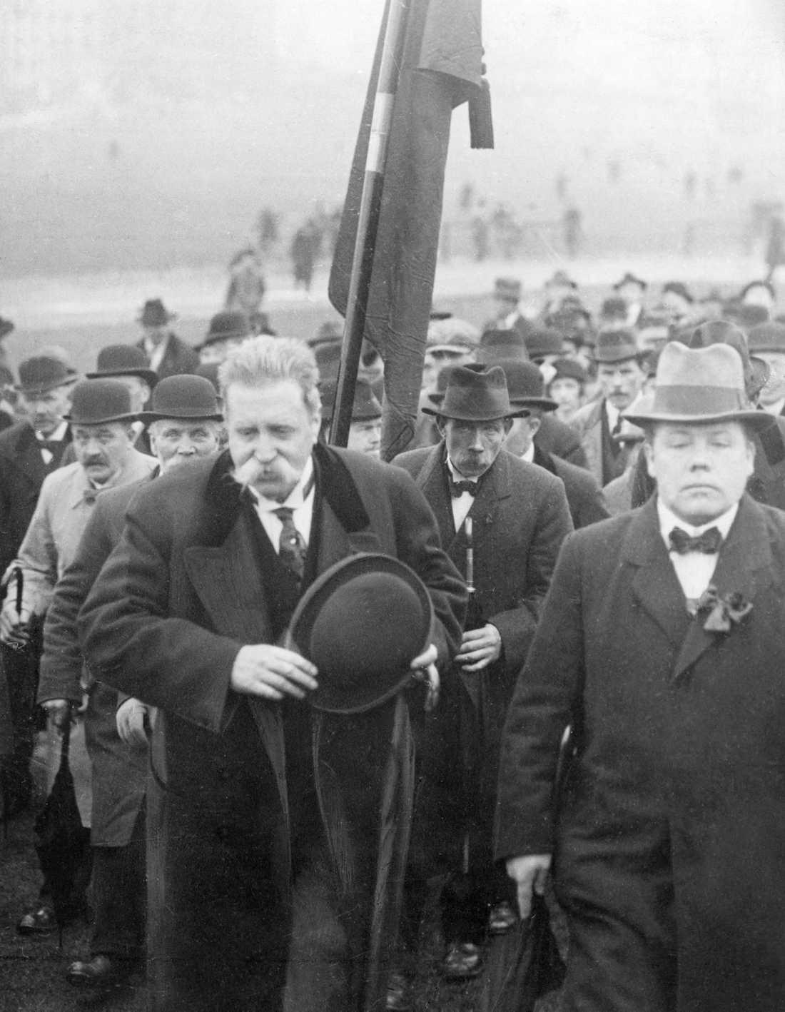 Den 1 maj 1920 tvingades statsminister Hjalmar Branting avbryta sitt talande efter beskedet att kronprinsessan Margareta avlidit. Arkivbild.