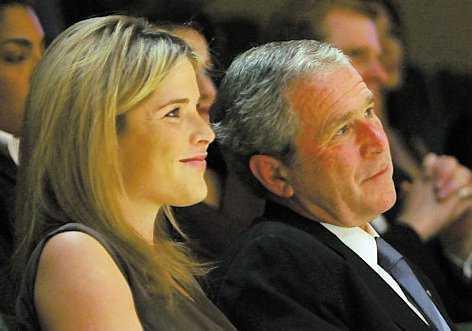 Bush 2001–2009 Tvillingarna Jenna och Barbara flyttade in 19 år gamla. Båda studerade samtidigt.