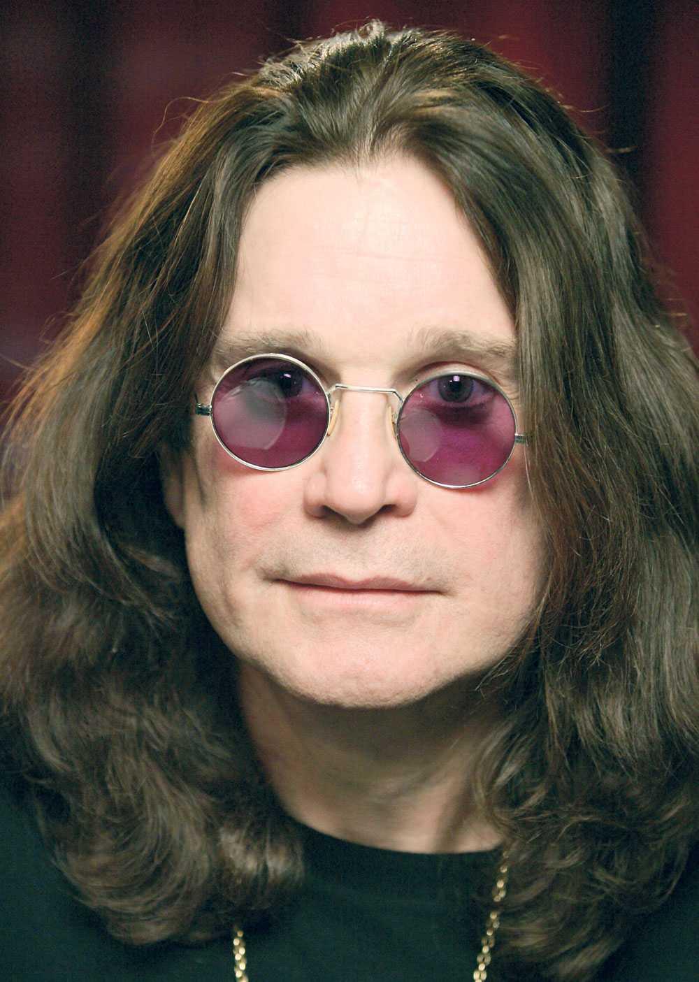 Blev sams med black sabbath Ronnie James Dios plötsliga död gjorde att Ozzy Osbourne grävde ner stridsyxan med sina forna bandmedlemmar i Black Sabbath.