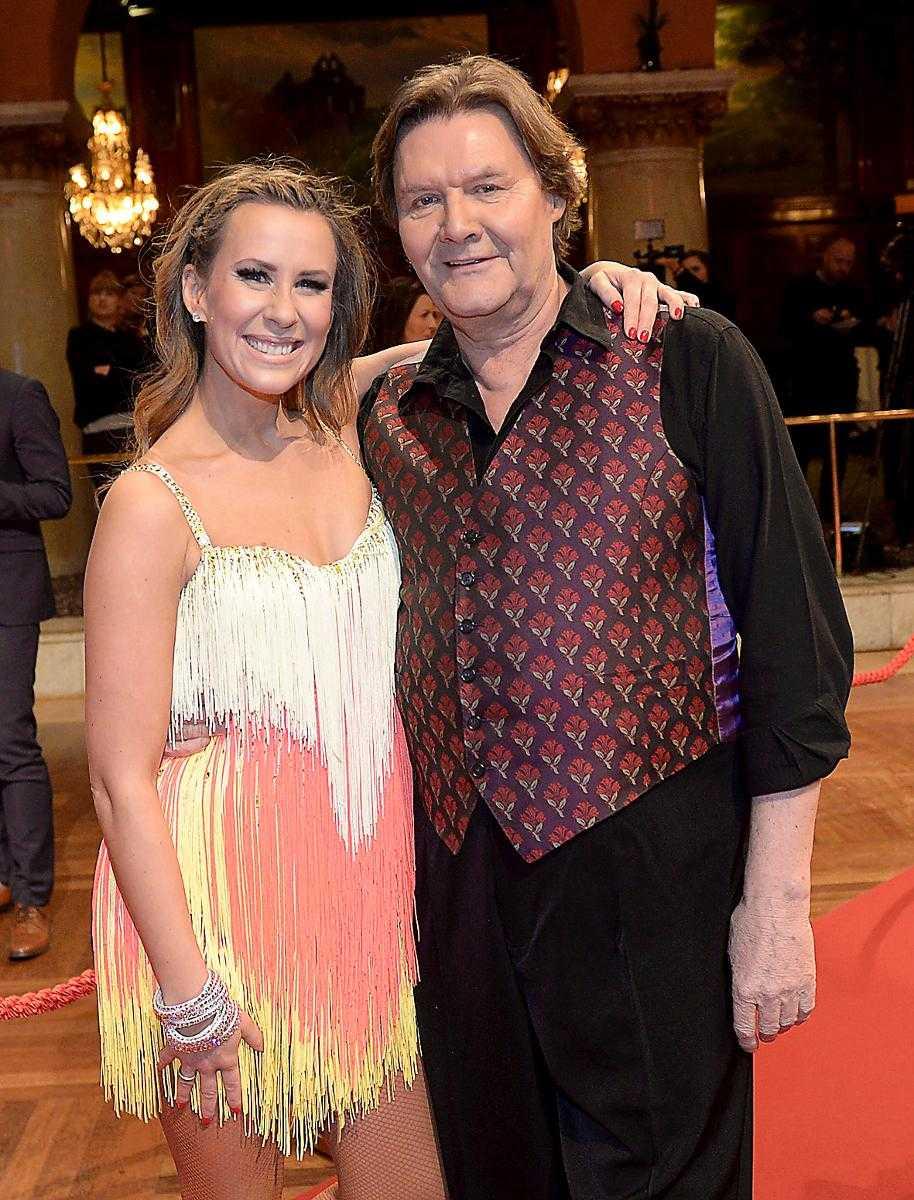 """känner sig lugn Johan Rabaeus med danspartnern Cecilia Ehrling. """"Hon kan dansa med ett Ikea-skåp och få det att se bra ut"""", säger skådespelaren."""