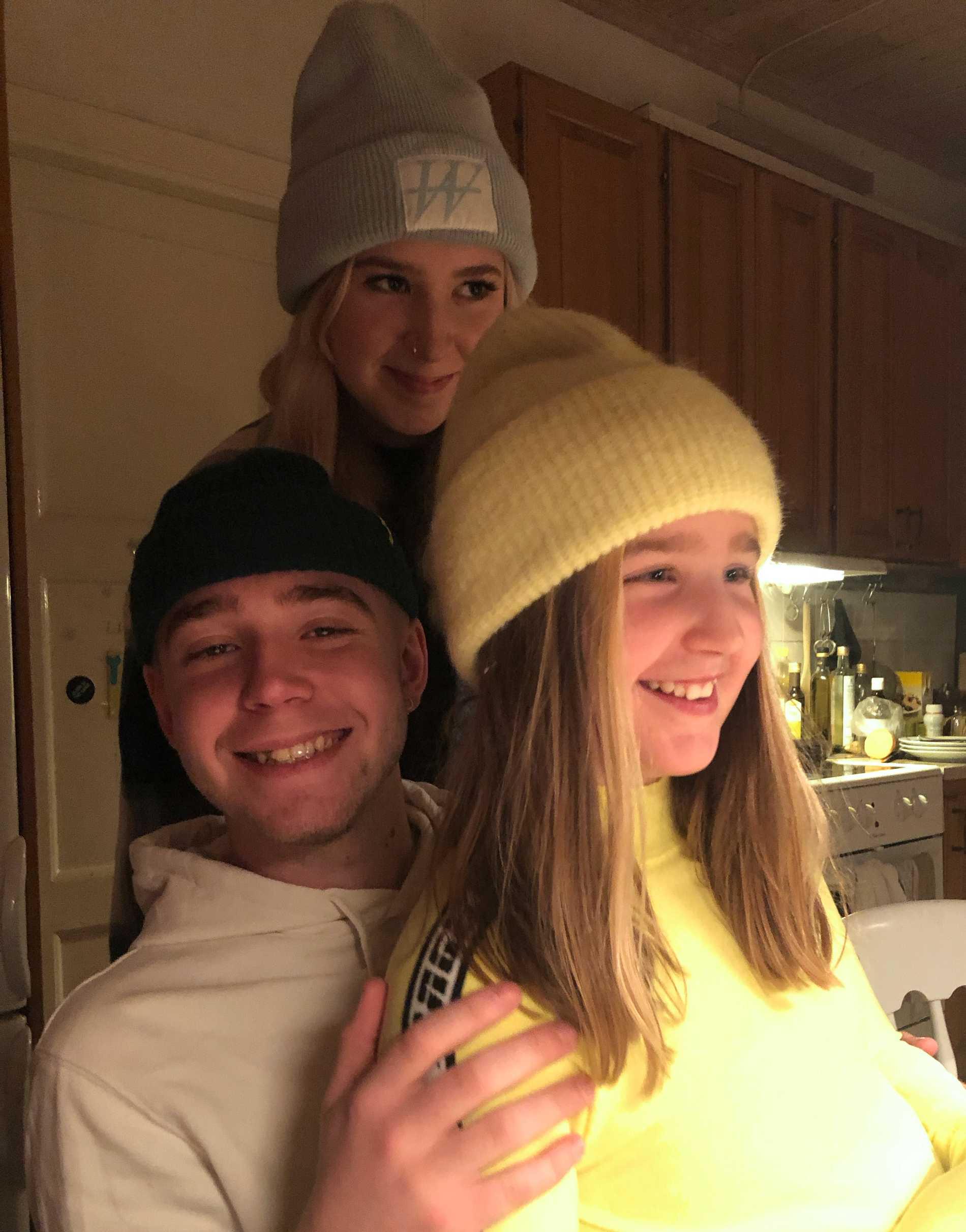 Marias tre barn Noa 20 år, Mira 16 år, och Lea 11 år.