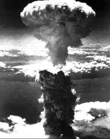 det var då Så såg det ut när USA släppte en atombomb över Nagasaki 1945.