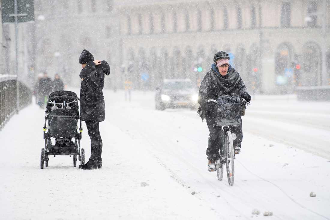 Snöoväder drar in över bland annat Stockholm där SMHI har utfärdat en klass 1-varning. Bilden är från ett tidigare tillfälle.
