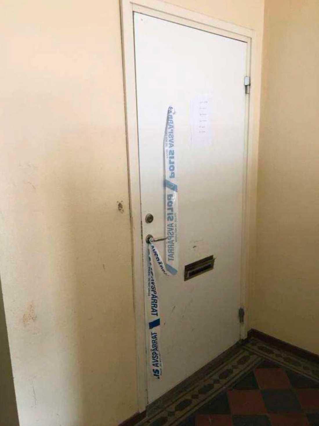 Mannen mördade sin fru och sina barns mamma i lägenheten i Mellerud.