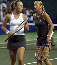 DELAD GLÄDJE Martina Hingis och Anna Kournikova vann lätt i natt.