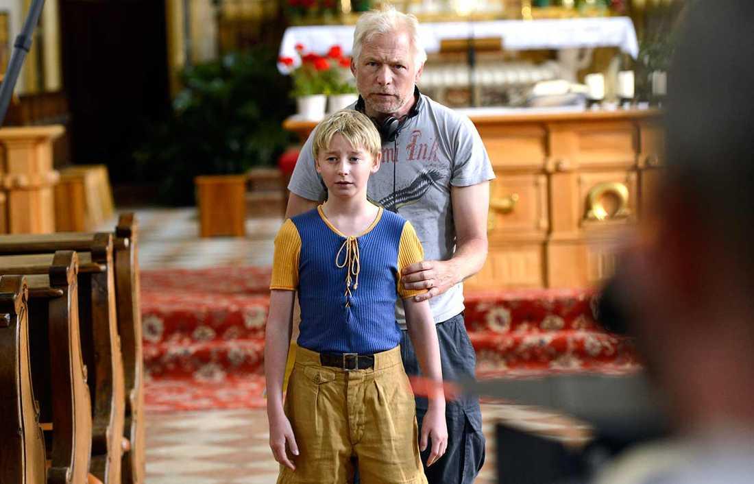 """Hannes Holm, som regisserat de två tidigare Sunefilmerna, instruerar """"Sune"""" som spelas av William Ringström."""