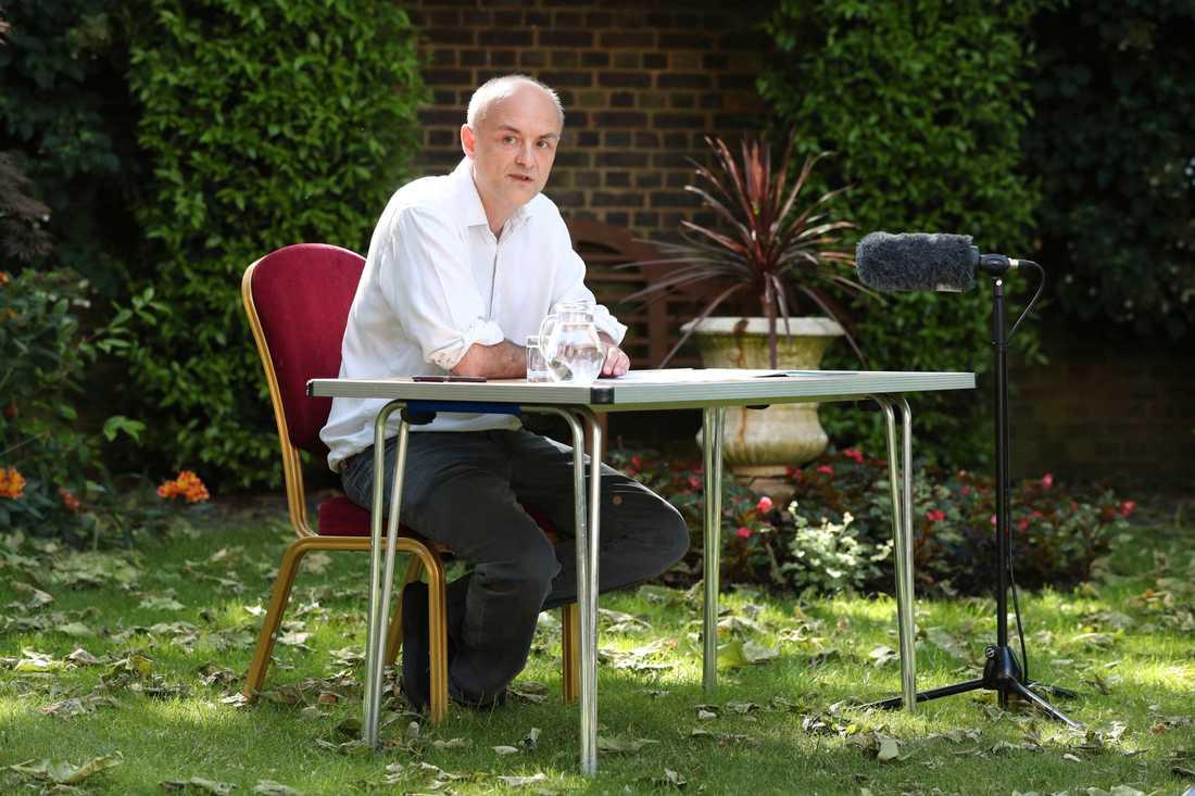 Dominic Cummings, premiärminister Boris Johnsons främste rådgivare, vid en pressträff under måndagen.