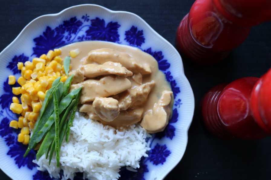 Enkel kycklinggryta med goda smaker.