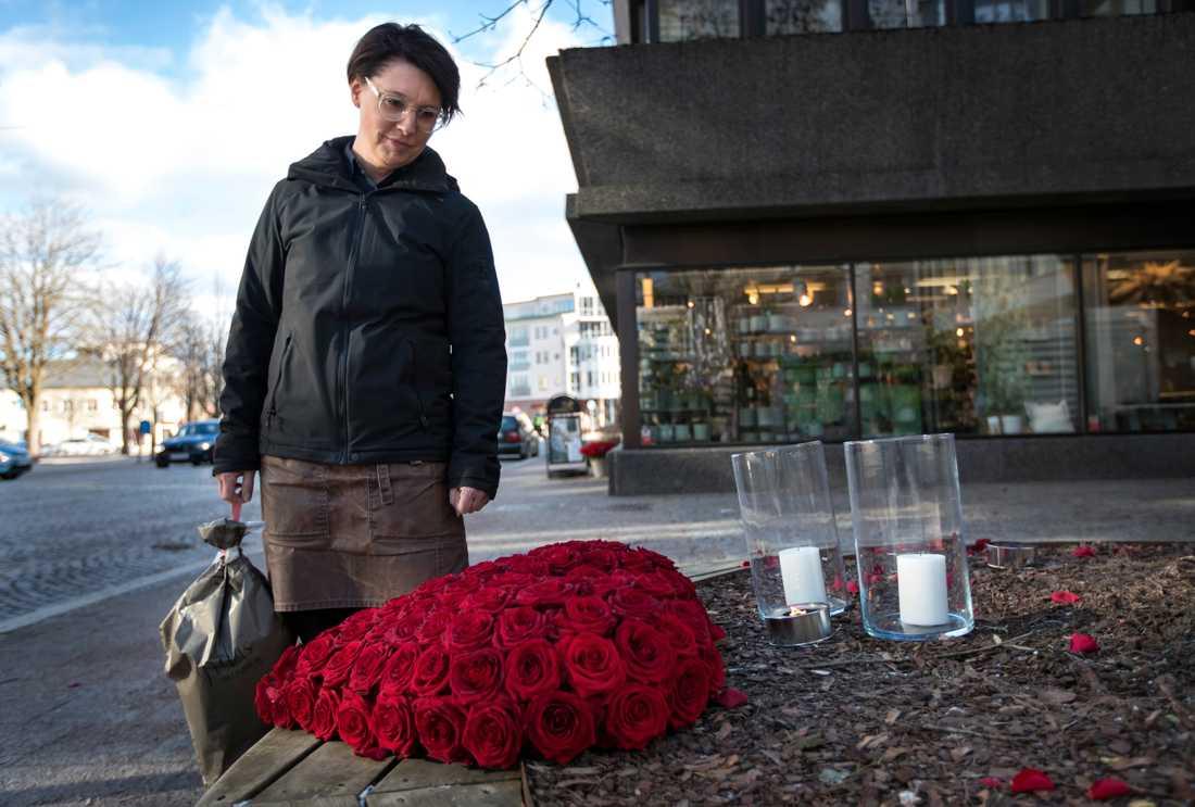 Åsa Carlqvist och hennes personal i blomsteraffären hjälpte en av de skadade i attacken i Vetlanda.