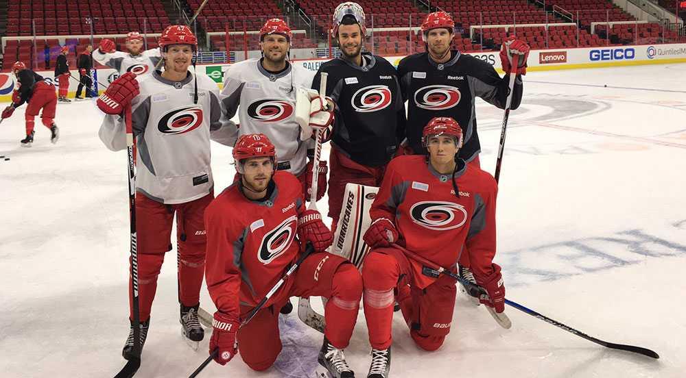Carolina Hurricanes har blivit NHL:s svenskkoloni med (övre raden fr.v) Nordström, Stålberg, Läck, Dahlbeck (på knä fr.v) Lindholm och Rask