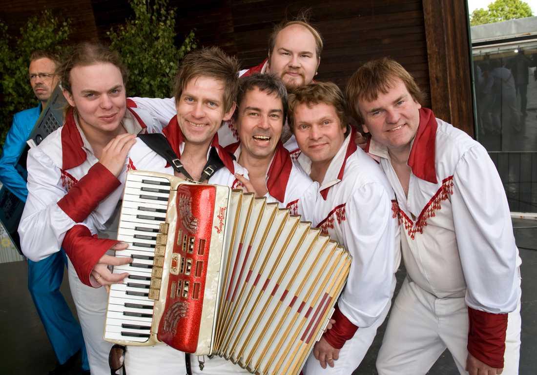 Dansbandet Larz-Kristerz, som slog igenom i dansbandkampen 2008, hade sett fram emot sin sommarturné. Arkivbild.