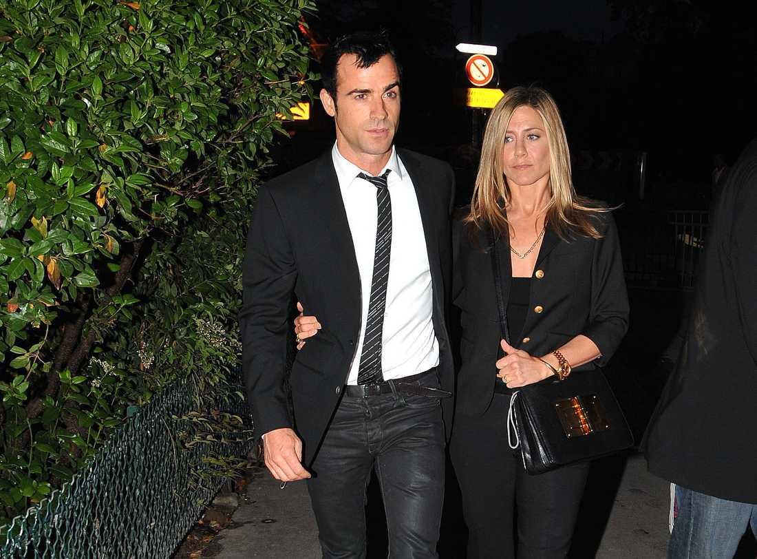 Inför inspelningen av nya filmen har Jennifer Aniston varit på kärlekssemester genom Europa tillsammans med pojkvännen Justin Theroux. Först Paris.