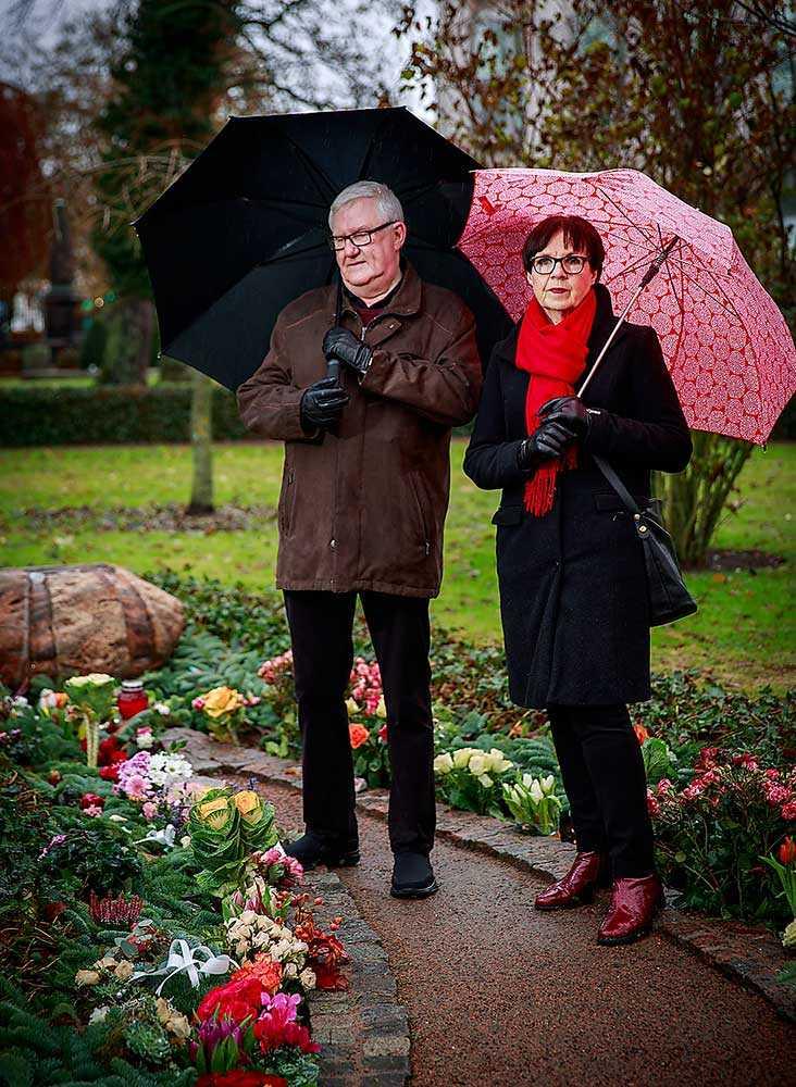 Kristina Westerlund går ofta till Gamla kyrkogården i Malmö med sin man Krister, som är ordförande för Alzheimerföreningen i Sverige.