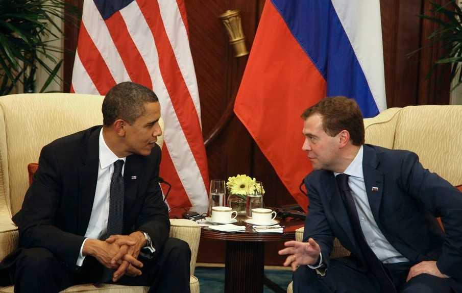USA:s president Barack Obama och Rysslands Dmitry Medvedev samtalar i Singapore om kärnvapen, den 15 november i 2009.