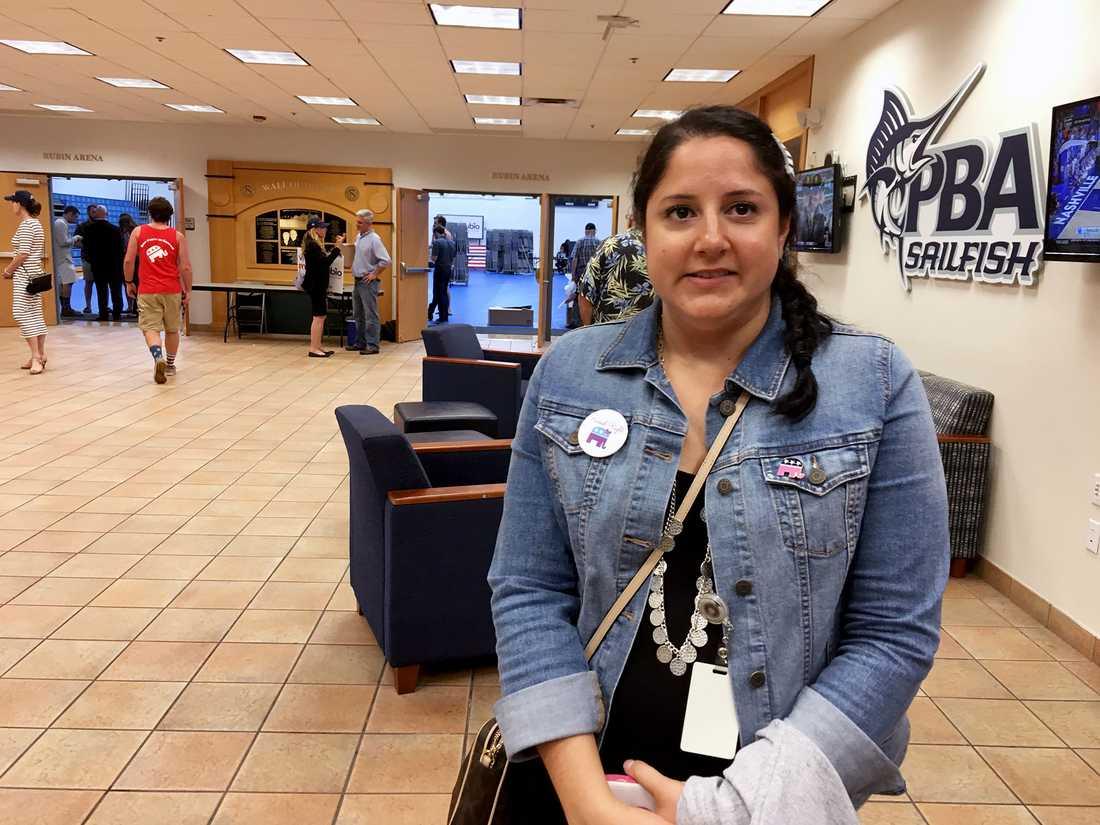 """Sandra Brewer, 34, från West Palm Beach är en trogen Rubio-anhängare, och var kvar till slutet av valmötet på Palm Beach Atlantic University. """"Jag älskar Marco Rubio, jag har älskat honom sen han blev senator, och röstade på honom då också"""", säger hon till Aftonbladets Nivette Dawod."""