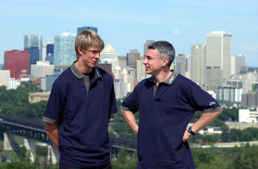 VM I EDMONTON 2001 Christian Olsson tillsammans med världsrekordhållaren Jonathan Edwards.