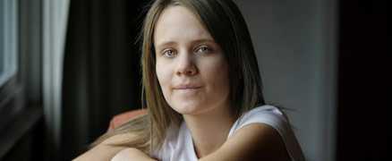 Opererad Ruth Bendle, 20, och hennes syster Lisa, 23, har fattat det radikala beslutet att operera bort sina magsäckar för att slippa drabbas av en ärftlig, aggressiv cancerform.