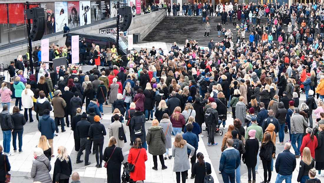 Demonstration för Metoo på Sergels Torg i Stockholm.