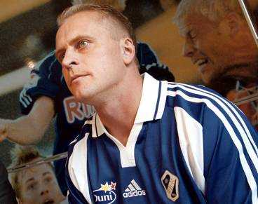 FRÅN TVÅAN TILL ALLSVENSKAN J onas Thern lämnar moderklubben IFK Värnamo för att bli Halmstads nye tränare efter Tom Prahl. En logisk etapp på Therns resa som i framtiden kommer att sluta som förbundskapten, skriver Lasse Sandlin.