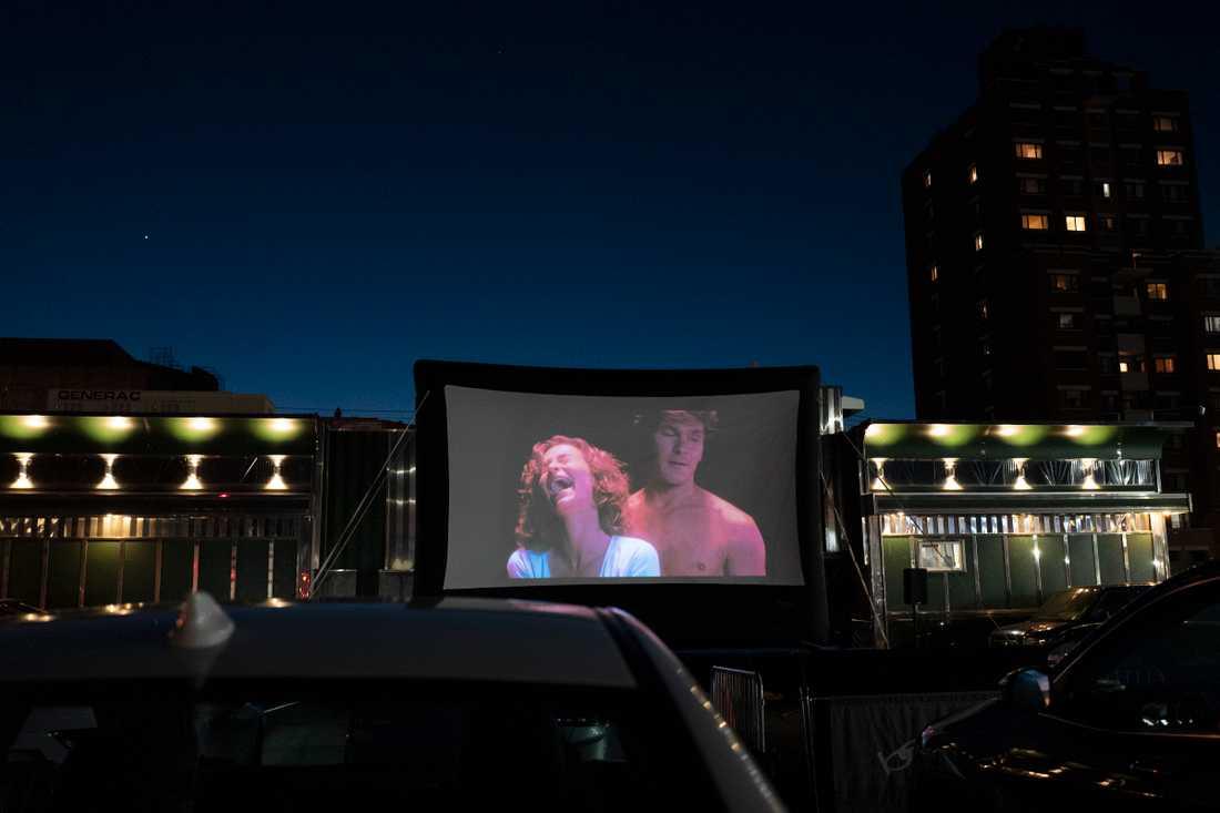 """Jennifer Grey och Patrick Swayze i den första """"Dirty dancing""""-filmen under en utomhusvisning i New York i maj."""