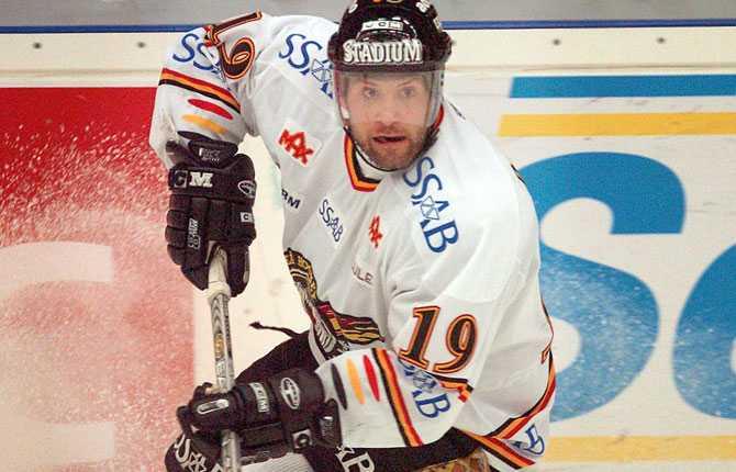 Comeback 2. Renberg drog på sig Luleåtröjan på nytt hösten 2004. I maj 2007 lämnade han klubben för elitseriekonkurrenten Skellefteå.