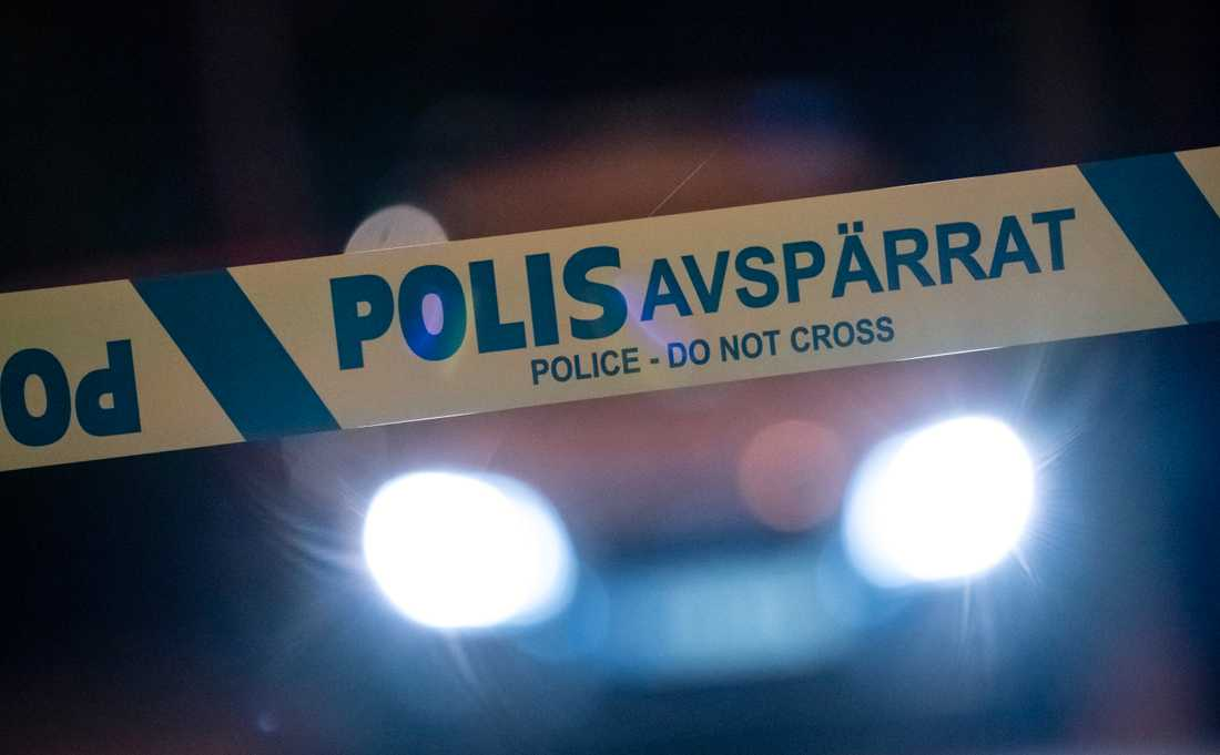 En misstänkt brottsplats har spärrats av sedan en kvinna anmält att hon blivit våldtagen i Tensta i nordvästra Stockholm. Arkivbild.