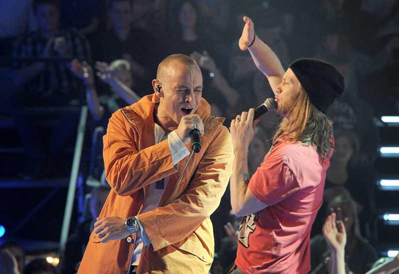 """I en duett med vinnaren av """"The Voice""""."""