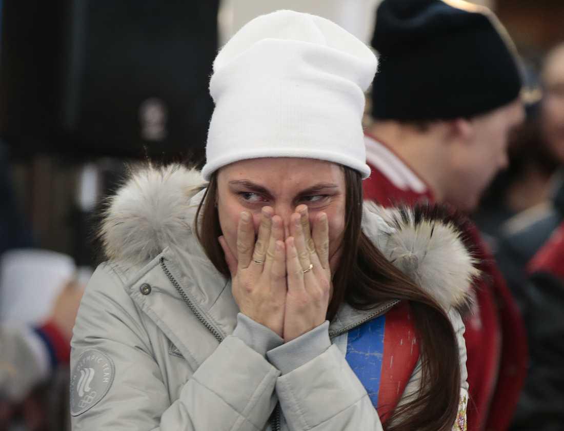 Längdskidåkaren Anastasia Sedova i tårar.
