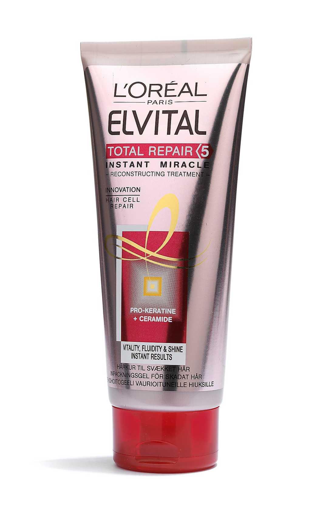 """""""Total repair 5 instant miracle"""" Lättanvänd! Praktisk kladdfri tub med rosa inpackning. Lätt och fin doft. Går snabbt in i håret, verkar direkt och sköljs ur efter någon minut. Håret blir lättkammat, mjukt och fylligt - men känns allt för snabbt som vanligt igen. 85 kr, L'Oréal."""