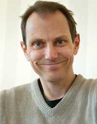 Tomas Tengby är aktuell med kokboken  Mat för blå dagar , som han skrivit tillsammans med kocken Malin Söderström.