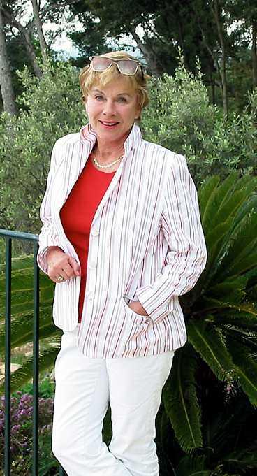 tredje gången Bibi Andersson gifte sig nyligen i hemlighet med chilenske läkaren Gabriel Mora Baeza (lilla bilden).