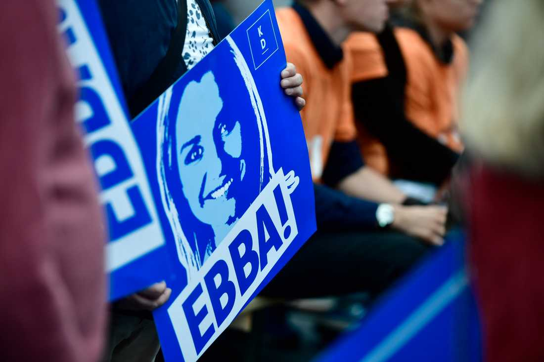 Fans med en Ebba Busch Thor-skylt.