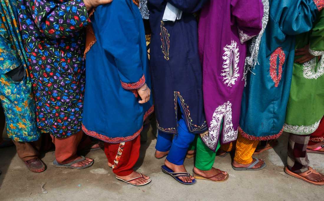 Kö till en vallokal i Shadipora i den indisk-kontrollerade delen av Kashmir. Arkivbild.
