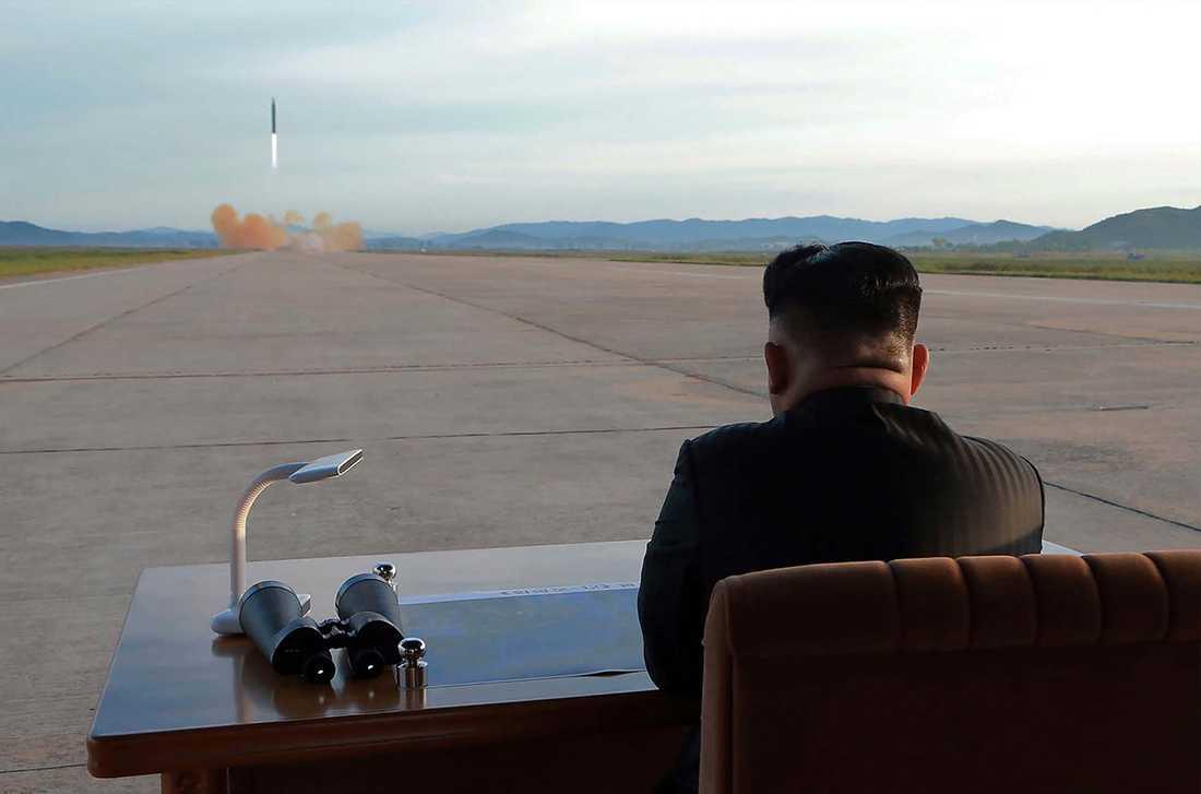 Kim Jong-Un under testavfyrningen.