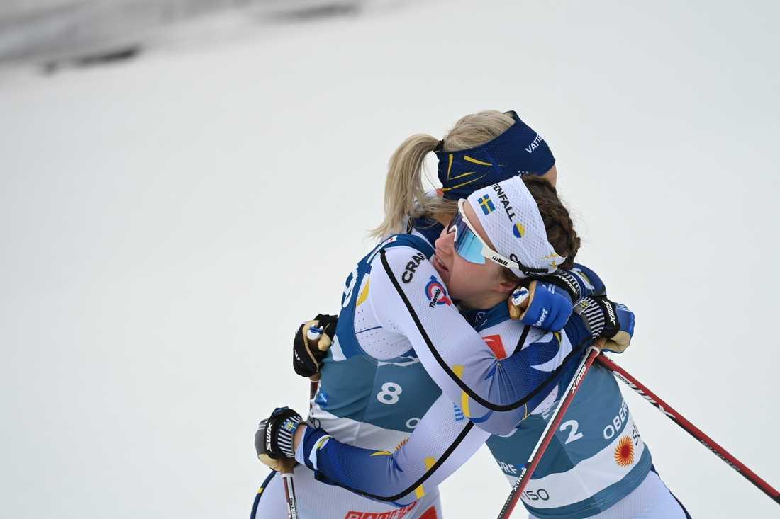 Linn Svahn och Frida Karlsson efter målgång.