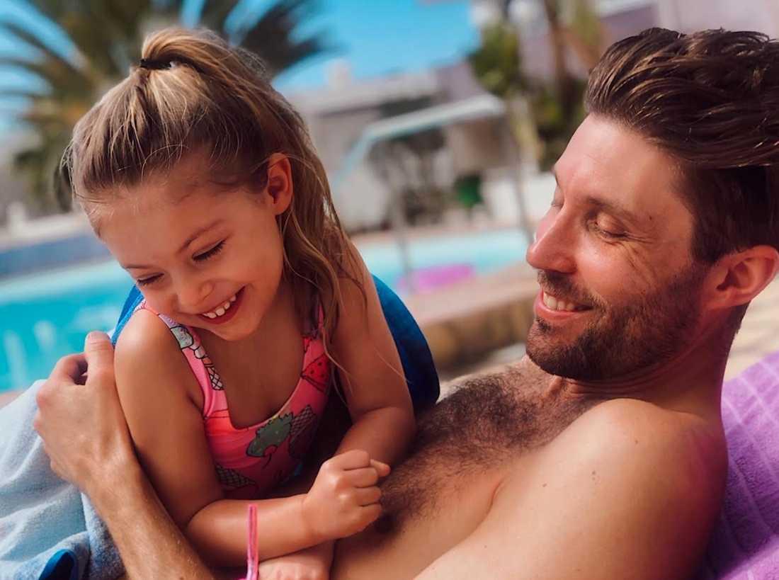 Penny med sin pappa.