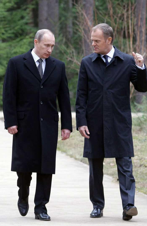 Ryske premiärministern Vladimir Putin och den polske premiärministern Donald Tusk vid ett tidigare besök på krigskyrkogården i Katyn. Bilden tagen den 7 april i år.