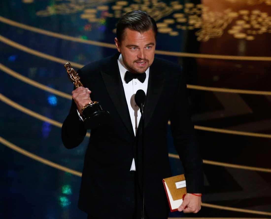 På scen levererade Leonardo DiCaprio ett brandtal för miljön.