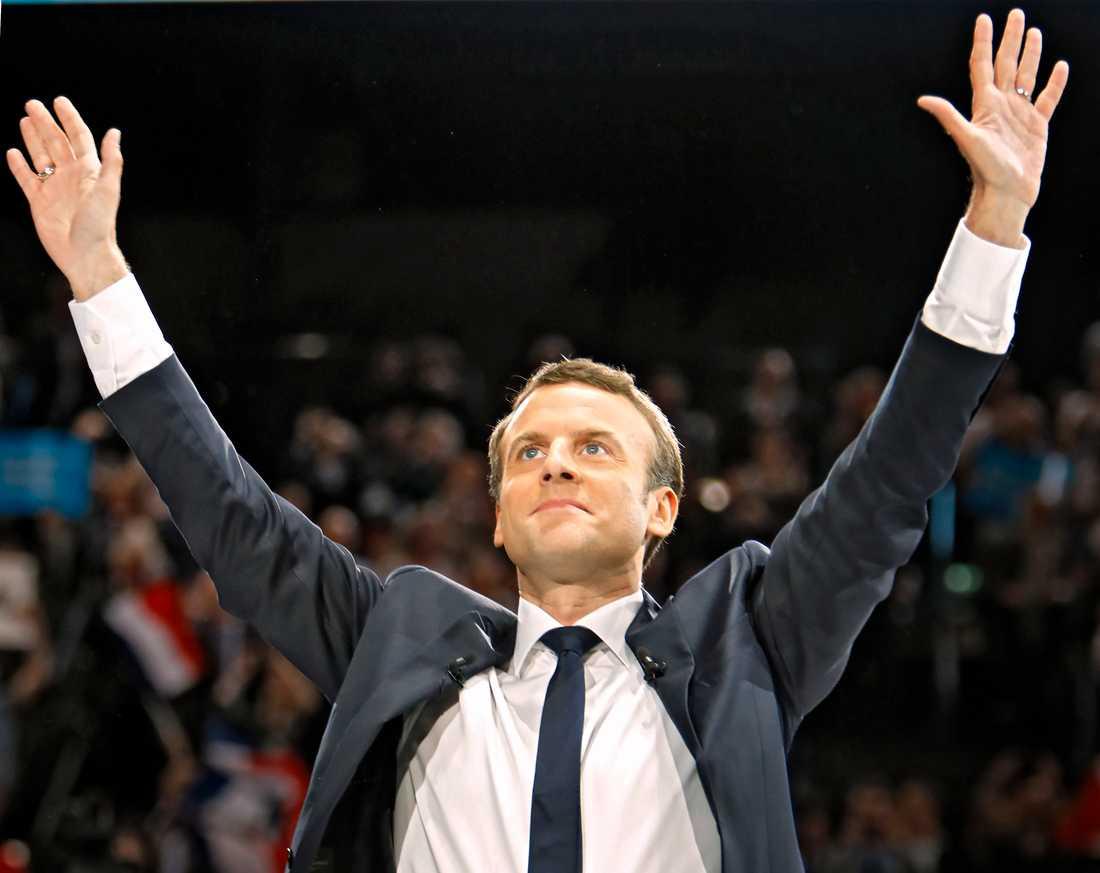 Många hoppas på att Emmanuelle Macron kan sätta stopp för högerextrema Marine Le Pen.
