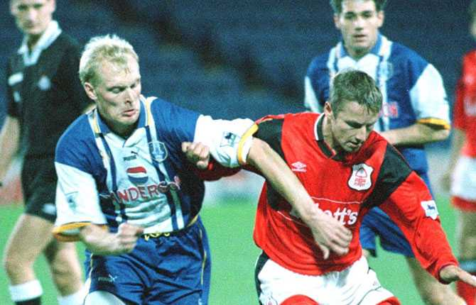 Klas Ingesson lämnade sedan Holland för England och Sheffield Wednesday, där han spelade 1994-1996.