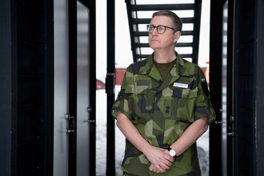 Gunnar Karlson, chef för den militära underrättelse- och säkerhetstjänsten (Must), varnar även för storskaliga cyberattacker mot exempelvis elnätet.