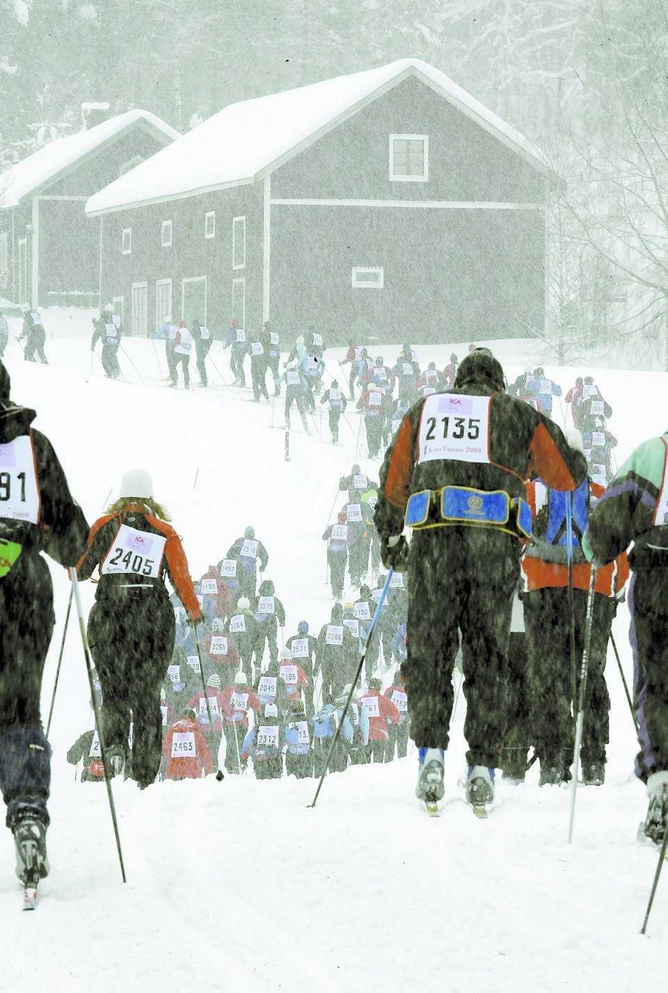 Tung inledning Kortvasan inledde i går Vasaloppsveckan. De 6 447 på startlinjen hade ett tufft före. Mot slutet på det tre mil långa loppet segnade en av åkarna, en 62-årig man, ned och avled.