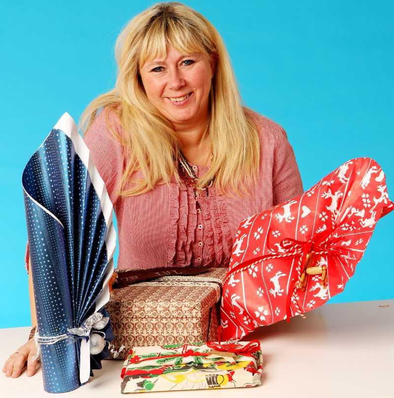 klappat och klart Annica Thorberg, Gift wrap artist, visar hur du får fina julklappar.