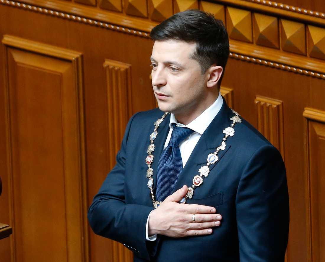 Volodymyr Zelenskyj svärs in som Ukrainas president.