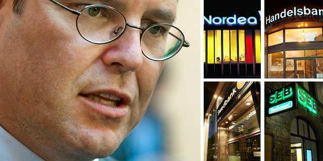 Finansminister Anders Borg går återigen till attack mot de svenska bankerna.