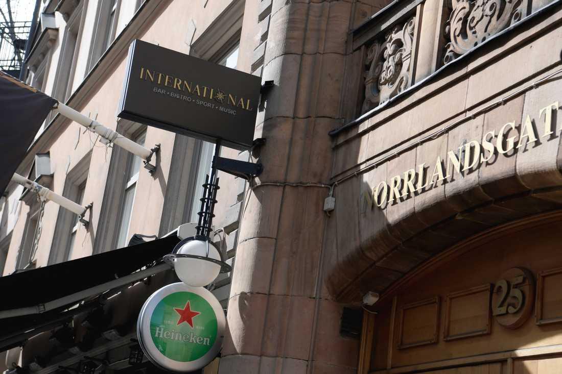 The International Bar på Norrlandsgatan i Stockholm, var en av fem restauranger i Stockholm som smittskyddsenheten stängde.