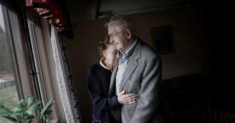 Arne och Gunnel Kojefors tvingas isär efter 63 år tillsammans.