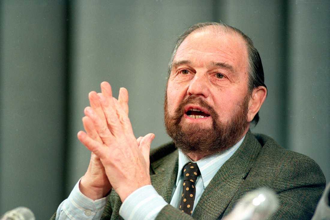 Τζορτζ Μπλέικ σε συνέντευξη τύπου στη Μόσχα το 1992. Φωτογραφία αποθεμάτων.