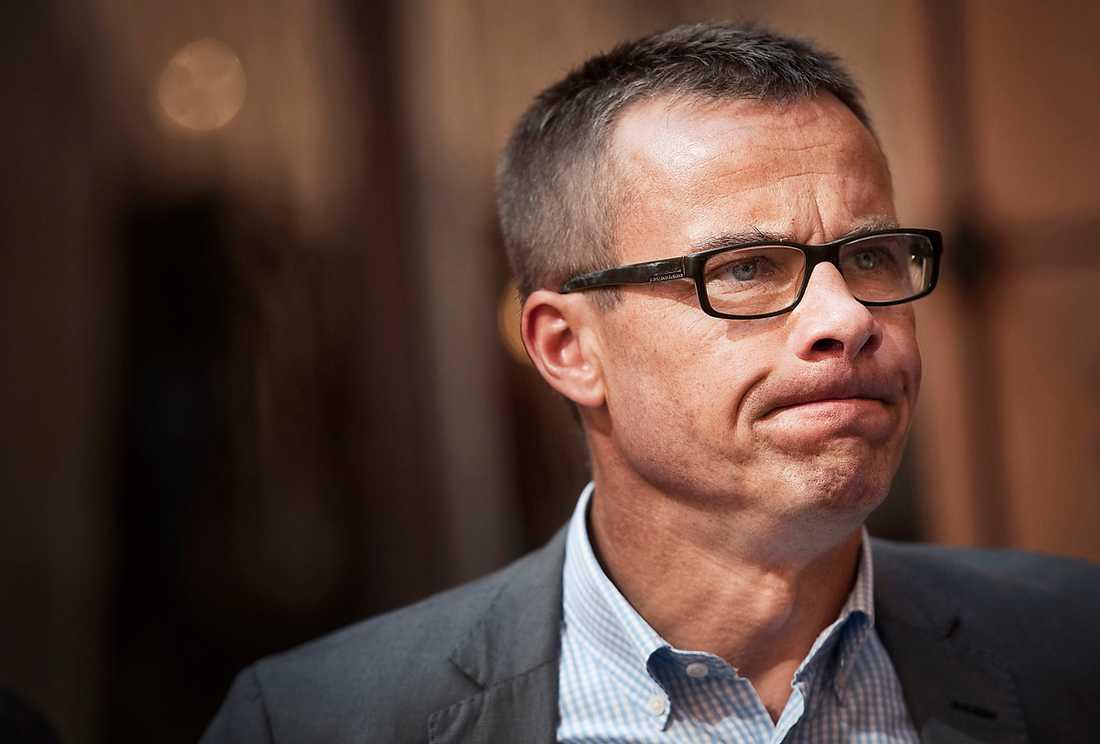 la sig platt Ulf Kristersson (M) vaknade upp till dåliga nyheter i går. Och under dagen tvingades han att säga förlåt.